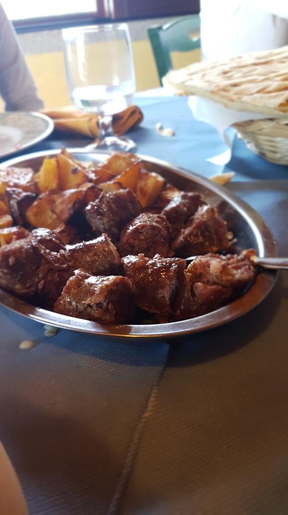 Vom Land auf den Tisch - selbstgemachte sardische Würste, Salsiccia