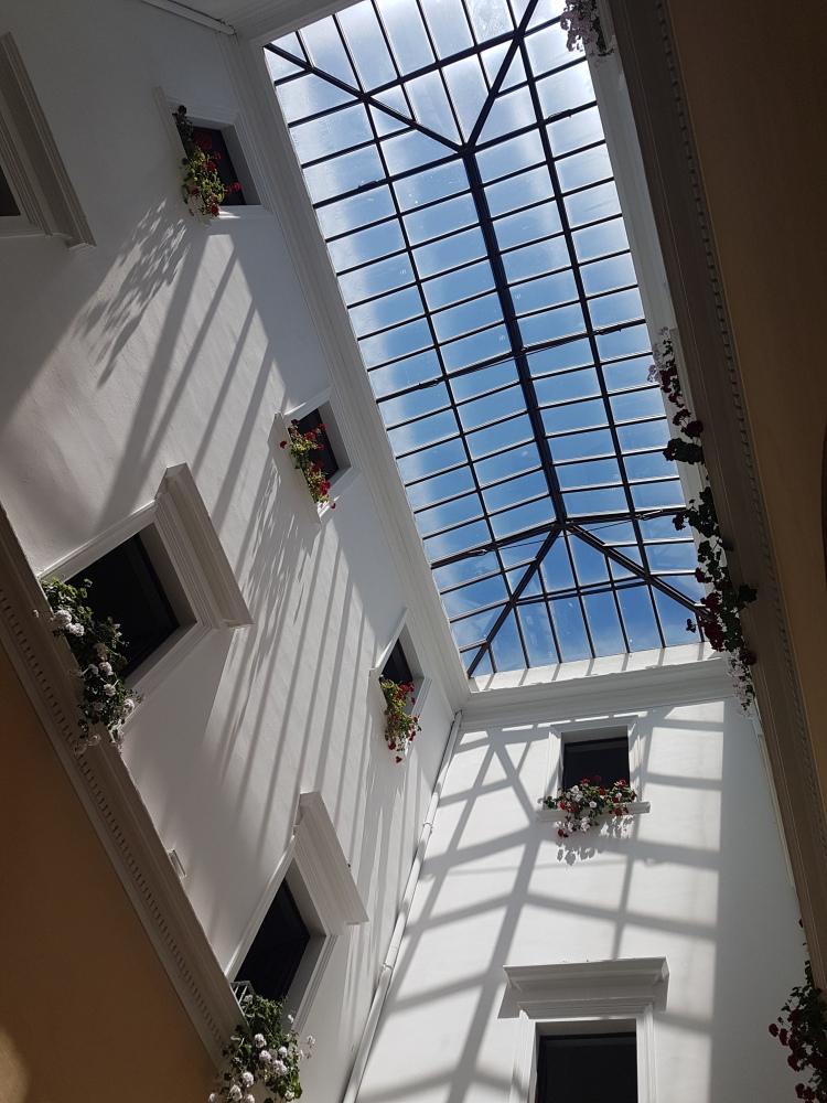 Blumen im Rathaus von La Maddalena