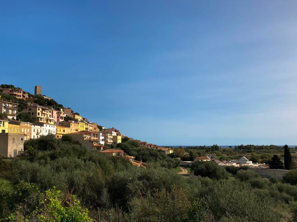 Posada - Mittelalterliches Städtchen auf dem Weg zum Capo Comino, Besucht lohnt!