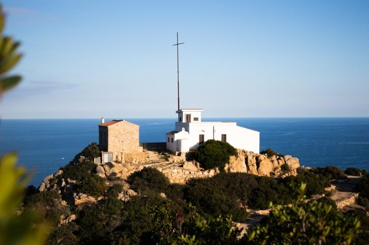 Der alte Leuchtturm von Capo Comino